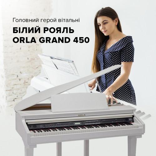 Главный герой гостиной - белый рояль Orla Grand 450